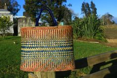 FlaxandFibre: Where I learned to weave. Flax Weaving, Maori Designs, Maori Art, Weaving Patterns, Weaving Techniques, Straw Bag, Weave, Textiles, Crafty