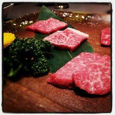 Kobe beef / Seishin Hanten  http://www.seishinhanten.com/index.html   ヘルシーモモ肉セット。思わず笑顔になる旨さ。 #神戸 #明石 #西神飯店 #神戸牛 - @markenne- #webstagram