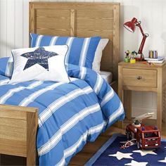Blue Stripe Set for a simple look in a boys bedroom