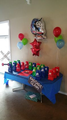 Thomas  the train birthday party decorating ideas
