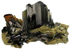 Epidote 1 Alaska, Silicate Minerals, Chakra Art, Street Dogs, Chemical Formula, Sticks And Stones, Rocks And Gems, Elba, Quartz Stone