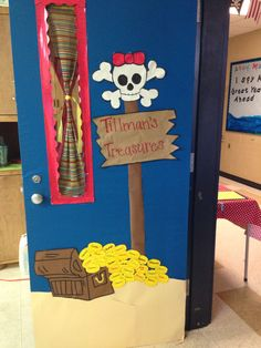 Pirate theme-my classroom door: coins have student's names for open house Preschool Pirate Theme, Pirate Activities, Decoration Pirate, Class Decoration, Classroom Door, Classroom Themes, Pirate Bulletin Boards, Pirate Door, Teach Like A Pirate