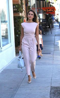 30 Summer Work Outfits For Women - - Work Outfits Women Classy Work Outfits, Summer Work Outfits, Chic Outfits, Dress Outfits, Fashion Dresses, Work Casual, Work Dresses, Outfit Summer, Jumpsuit Outfit