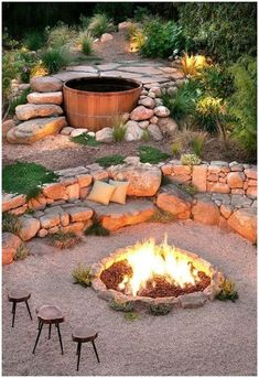The benefits of a sloped backyard or sloped yard are more then simple plants' layouts! Make an amazing landscape in your sloped backyard instantly! Diy Fire Pit, Fire Pit Backyard, Backyard Patio, Modern Backyard, Desert Backyard, Terraced Backyard, Backyard Paradise, Steep Backyard, Hot Tub Backyard