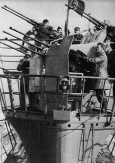 U 745 with the quadruple AA gun Luftwaffe, German Submarines, Ww2 Photos, Battleship, Great Britain, World War Ii, Wwii, Military, Navy