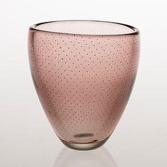 GUNNEL NYMAN - Glass vase for Nuutajärvi Notsjö 1947, Finland. [h. 12 cm] Glass Design, Design Art, Inside A House, Lassi, Mid Century Modern Art, Vintage Vases, Murano Glass, Modern Contemporary, Vintage Shops