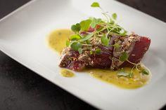Tataki de thon, avocat et betteraves | Recettes | Signé M Ceviche, Appetizer Recipes, Appetizers, Sashimi, Parmesan, Tapas, Steak, Lunch, Carpaccio