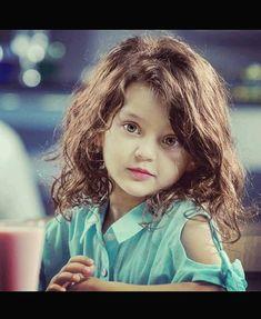 Cute Small Girl, Cute Little Baby Girl, Cute Baby Girl Pictures, Beautiful Little Girls, Cute Girl Poses, Beautiful Children, Beautiful Babies, Cute Girls, Cute Babies