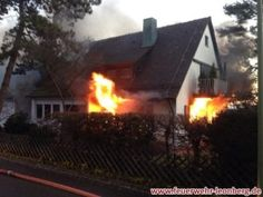 Christbaumbrand breitet sich sehr schnell auf komplettes Wohnhaus aus http://www.feuerwehrleben.de/christbaumbrand-breitet-sich-sehr-schnell-auf-komplettes-wohnhaus-aus/ #feuerwehr #firefighter