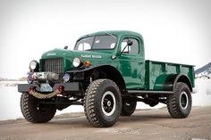 dodge power wagon 1950 -1957 camioneta derivada de los vehiculos militares de la segunda guerra.traccion total