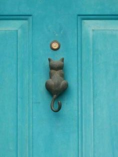 beauty belleza-be creative door knockers with an antique look and interesting shapesdoor knocker wooden door brass snail shapeGlass door handle!Find beauty everywhere Cat door knocker. The Doors, Windows And Doors, Front Doors, Crazy Cat Lady, Crazy Cats, Door Knobs And Knockers, Door Knockers Unique, Quiet Storm, Little Presents