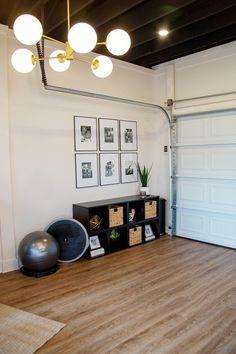 A Celebrity Trainer's Best Tips to Build an At-Home Gym on a Budget Die besten Tipps eines Promi-Trainers, um ein Heim-Fitnessstudio mit . Home Gym Garage, Diy Home Gym, Gym Room At Home, Home Gym Decor, Basement Gym, Best Home Gym, Cheap Home Decor, Cheap Home Gym, Workout Room Home
