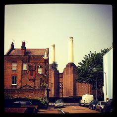 #battersea #powerstation pops up in old #English #suburbia it's a #Kooky #London #App https://itunes.apple.com/gb/app/kooky-london/id625209296?mt=8 #ig_London #igLondon #London_only #UK #England #GreatBritain #British #iPhone #quirky #odd #weird #photoftheday #photography #picoftheday #igerslondon #londonpop #lovelondon #timeoutlondon #instalondon #londonslovinit #mylondon #Padgram