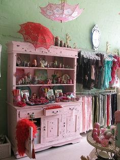 pink closet, closet room, giyinme odası, otriş, şemsiye, umbrella, decor, dekor