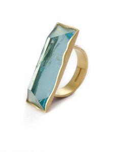 Acquérir un bijou qui accessoirisera toutes vos tenues en toutes occasions, au fil du temps, c'est ma philosophie du bijou précieux.