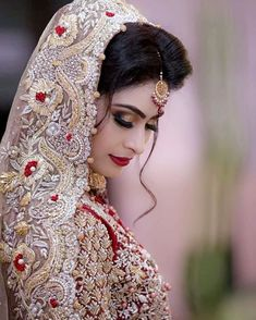 Hijab Wedding Dresses, Pakistani Wedding Outfits, Wedding Dresses For Girls, Indian Bridal Jewelry Sets, Indian Bridal Fashion, Bridal Pictures, Bridal Pics, Bridal Looks, Bridal Style