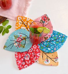 Quilted Coasters Tutorial Quilted Leaf Coaster Tutorial by Sedef Imer Sewing Patterns Free, Free Sewing, Quilt Patterns, Sewing Tips, Sewing Tutorials, Sewing Hacks, Bag Tutorials, Mug Rug Patterns, Purse Patterns
