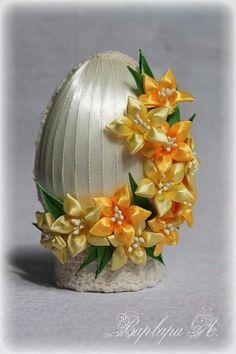 Фотография Easter Egg Crafts, Easter Projects, Easter Art, Easter Eggs, Easy Crafts For Teens, Egg Shell Art, Easter Fabric, Kanzashi Flowers, Egg Art