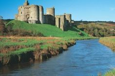 Kidwelly Castle Welsh Castles, Castles In Wales, Castle House, Castle Ruins, Cool Places To Visit, Great Places, Things To Do In Cornwall, Norman Castle, Visit Wales