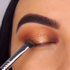 Simple Beautiful Sparkly Gold Eye Makeup Tutorial - Make Up Gold Eye Makeup, Makeup Eye Looks, Eye Makeup Steps, Beautiful Eye Makeup, Smokey Eye Makeup, Eyebrow Makeup, Eyeshadow Makeup, Beauty Makeup, Glitter Makeup