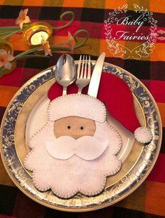 Risultati immagini per felt christmas table decorations Felt Christmas Decorations, Felt Christmas Ornaments, Christmas Tablescapes, Noel Christmas, Christmas Humor, Christmas Projects, Christmas Ideas, Diy Ornaments, Beaded Ornaments