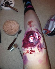 #specialeffecta #specialeffectsmakeup #bennye #wound #blood #scarwax #scar #wax #red #purple #black #blue #bruises #bone #exposedbonemakeup #exposedbonesfx #gross #bloody #vegan #veganartists #denton #unt #dentontx #artstudent #design #designer #designstudent #student #art #makeup butimag.com/...
