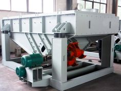 What reasons lead to linear vibrating screen motor base crack ?