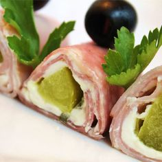 Yummy ham, pickle and cream cheese roll ups for an appetizer or a party! Secure the roll ups with toothpicks, and cut them into bite size pieces. Sandwich Bread Recipes, Waffle Sandwich, Sandwich Fillings, Sandwich Spread, Appetizer Recipes, Appetizers, Cream Cheese Roll Up, Low Carb Crackers, Roll Ups Recipes