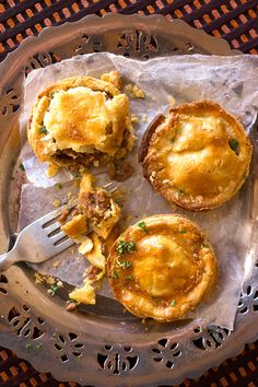 Easy, Savoury Mince Pies: Mouthwatering savory mince and potato filling, with garlic, chilli and herbs. Easy Mince Pies, Savoury Mince, Savoury Tarts, Mince Meat, Meat Recipes, Cooking Recipes, Savoury Recipes, Freezer Cooking, Curry Recipes
