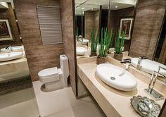 Porcelanato madeira em banheiros e lavabos – veja modelos lindos   dicas!