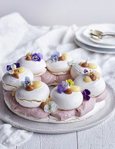 Lemon and coconut cake - HQ Recipes Mini Pavlova, Pavlova Cake, Recipe For Lemon Coconut Cake, Gourmet Recipes, Dessert Recipes, Chocolate Hazelnut Cake, Rind, Lemon Curd, Food Processor Recipes