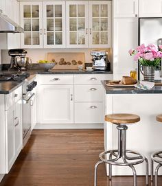 Love these stools! A nice touch of wood in an otherwise black-and-white space. #kitchen #decorating