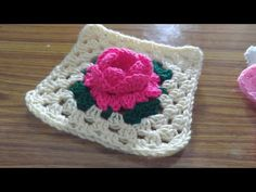 How to make Crochet Rose Square, crochet square afghan Crochet Squares Afghan, Crochet Quilt, Crochet Motif, Diy Crochet, Crochet Crafts, Crochet Cushions, Crochet Blocks, Crochet Pillow, Crochet Granny