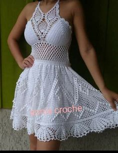 The Best Crochet Halter Tops [Crochet Patterns, Free Patterns & Video Tutorials] Bandeau Crochet, Crochet Halter Tops, Crochet Bikini Top, Crochet Blouse, Crochet Lace, Knit Dress, Lace Dress, Hippie Crochet, Crochet Summer Dresses