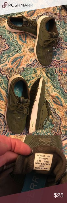 Sperry army green mesh shoes size 6 Like new ladies Sperry army green mesh shoes in a size 6. No flaws excellent condition very comfortable shoes. Smoke free home. Thanks for the interest and God Bless Sperry Shoes