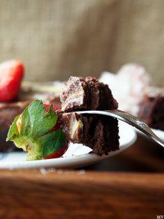 MARMOROITU SUKLAA-JUUSTOKAKKU - Kaakao kermavaahdolla Desserts, Food, Meal, Deserts, Essen, Hoods, Dessert, Postres, Meals