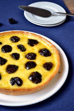 A Dutchie Baking: Dried Plum Tart with Crème Fraîche Filling