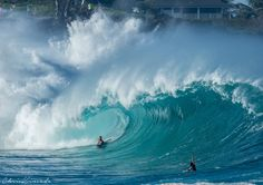 http://www.huffingtonpost.com/entry/big-waves-surf-hawaii-waimea_us_56a80de4e4b0f71799285358