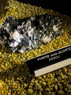 Le quartz se mélange à beaucoup d'autres minéraux. L'exemple ici avec l'or des fous, la pyrite.