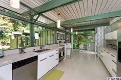 1950s Richard Leitch-designed midcentury property in Altadena, California, USA