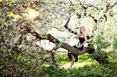 7 цветущих садов в Петербурге   Blog Fiesta Little Girl Poses, Blossom Flower, Picture Poses, Ariana Grande, Lush, Glamour, Photoshoot, Concert, Outdoor Decor