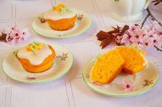 Mrkvové muffiny s citrónovou polevou Food And Drink, Pudding, Eggs, Cupcakes, Breakfast, Halloween, Lemon, Morning Coffee, Cupcake Cakes