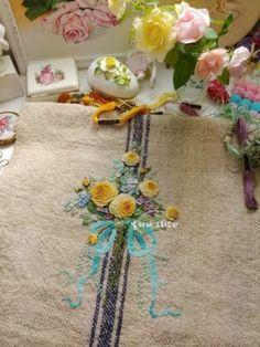 햄프 가방 : 네이버 블로그 Embroidery Motifs, Embroidered Clothes, Little Bag, Cross Stitch Designs, Applique, Pouch, Blog, Stitches, Architecture