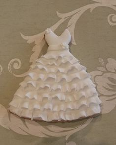 What a pretty favor for your bridal Shower: Wedding dress cookie Fancy Cookies, Iced Cookies, Biscuit Cookies, Cute Cookies, Royal Icing Cookies, Cupcake Cookies, Sugar Cookies, Cupcakes, Fondant Cookies