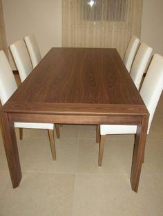 #moderntable #tavolomoderno #woodentable #leatherchair Tavolo realizzato in noce canaletto con finitura naturwood, allungabile. Sedie imbottite, realizzate in pelle con struttura in rovere.