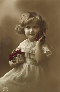 vintage photo little girl with red cherries in a basket. Vintage Prints, Éphémères Vintage, Vintage Rosen, Images Vintage, Vintage Ephemera, Vintage Girls, Vintage Pictures, Vintage Photographs, Vintage Beauty