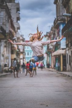 On his recent trip to Cuba, photographer Omar Robles captured remarkable snapshots of ballet dancers expressing their art throughout the nation's culture-filled streets. With 135,000 Instagram followers, Robles is known for his stunning photographs of dancers performing against cityscapes and urban