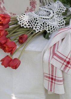 China, Red Tulips, Lace, Red and White. White Cottage, Cozy Cottage, French Cottage, Red Tulips, Red Roses, Love Vintage, Red Farmhouse, Some Like It Hot, American Country
