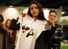 Inma Cuesta con camiseta de El Armario de Pandora