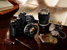 NIKON FULL-FRAME   Una combinación entre lo moderno y lo retro. Nikon acaba de anunciar la nueva cámara full-frame con un estilo vintage diseñada para fotógrafos profesionales que buscan reemplazar sus aparatos pesados. Cuenta con un sensor Full Frame de 36x23.9mm de 16.2 Megapíxeles, sensor RGB de 2016 píxeles, un rango nativo de ISO: 100-12.800, pantalla LCD de 3.2 pulgadas, soporte para tarjetas SD, un peso de 765 gramos.